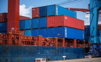 shipping-containers-1096829_960_720